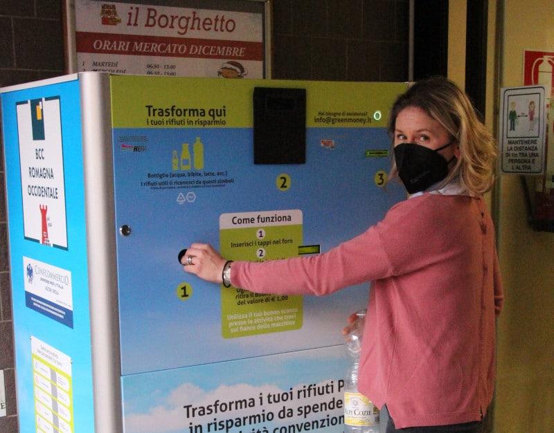 Al Borghetto di Imola consegna tre bottiglie di plastica e avrai un euro di sconto