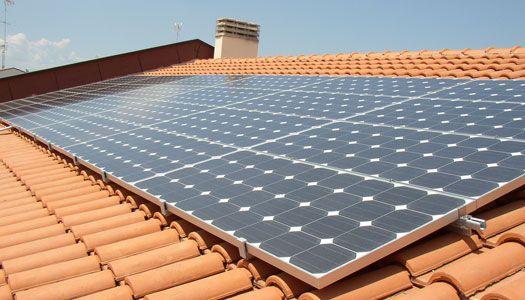 Il M5s di Castello propone di aumentare i tetti fotovoltaici nei condomini