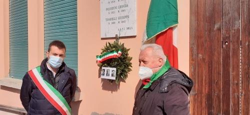 Corona di alloro in ricordo di 3 partigiani uccisi a Spazzate Sassatelli