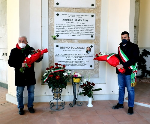 Il sindaco Panieri al famedio in omaggio alla tomba di Bruno Solaroli