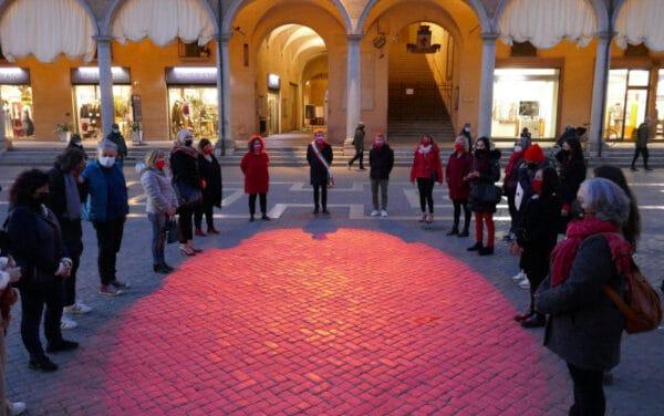 Ilenia Fabbri: un fascio di luce rossa in piazza per ricordarla