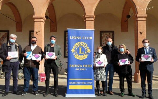 Il Lions Club Faenza dona 10 tablet alle famiglie in difficoltà
