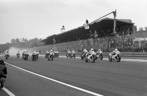 Le 200 Miglia di Imola Revival in autodromo con le moto e i campioni del passato
