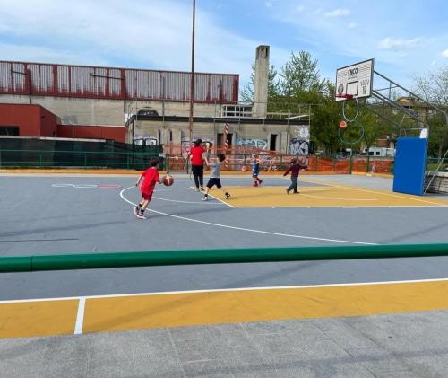Terminati i lavori nei campetti da basket di via Volta e via Molino Vecchio