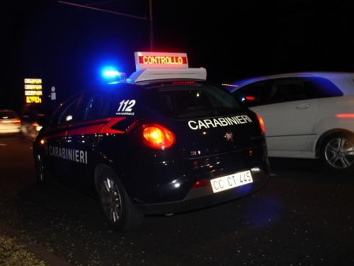 Un 27enne picchia la fidanzata e un carabiniere: denunciato per lesioni personali
