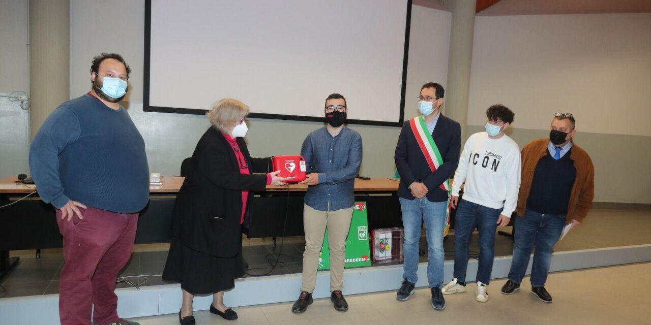L'associazione di promozione sociale Bof dona un defibrillatore all'Itis