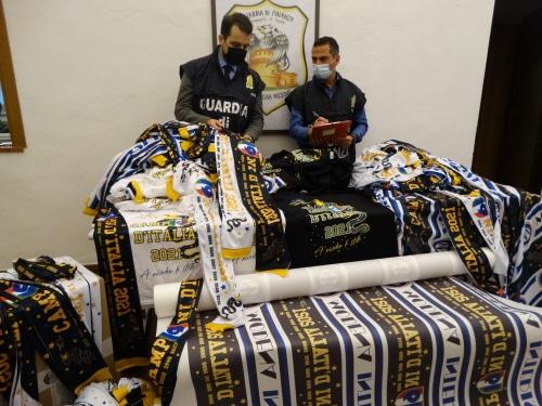 Producevano e vendevano capi contraffatti dell'Inter: denunciate 2 persone