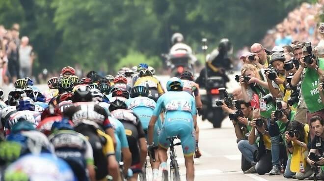 Il Giro d'Italia passa da Imola e Castello mercoledì 12 maggio: orari e vie chiuse