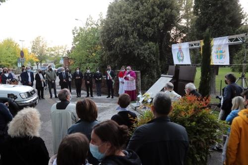 Benedetta la lapide, rimessa a nuovo, che ricorda la visita di Papa Giovanni II