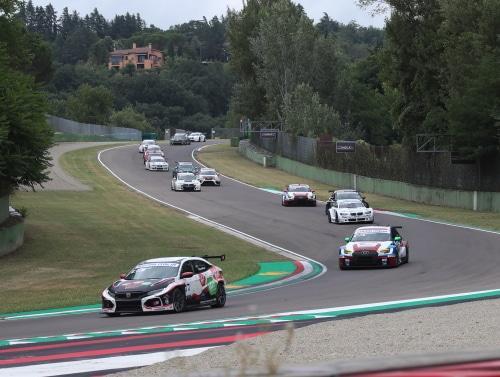 Gruppo Peroni Race in gara all'autodromo dal 7 al 9 maggio a porte chiuse