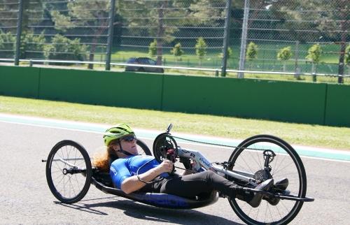 """Grande campionessa dei Giochi Paralimpici si allena all'autodromo """"Ferrari"""""""