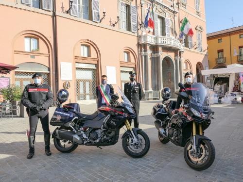 """Due moto """"Aprilia"""" 1200 ai carabinieri per aumentare la protezione sul circondario"""