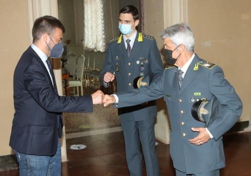 Panieri ringrazia il Brigadiere Di Domenico della Gdf che va in pensione