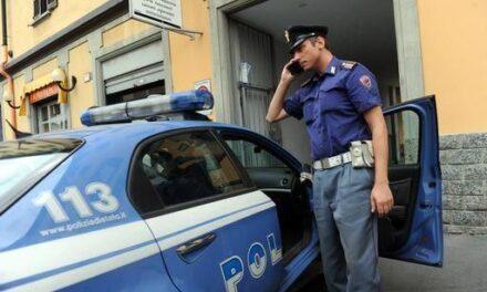 """""""Urlatore del centro"""" butta a terra un cittadino e offende la polizia: denunciato"""