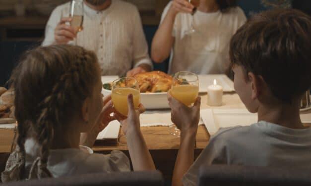 Coronavirus: pranzo e cena anche al chiuso, ma resta il limite di 4 persone per tavolo