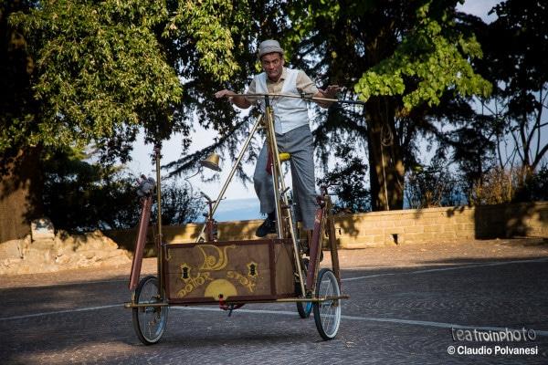 Spettacoli di strada, di figura e laboratori con il Festival Strade