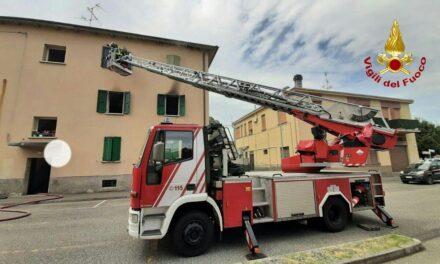 Incendio in un appartamento; evacuati i residenti, cane e gatti messi in salvo