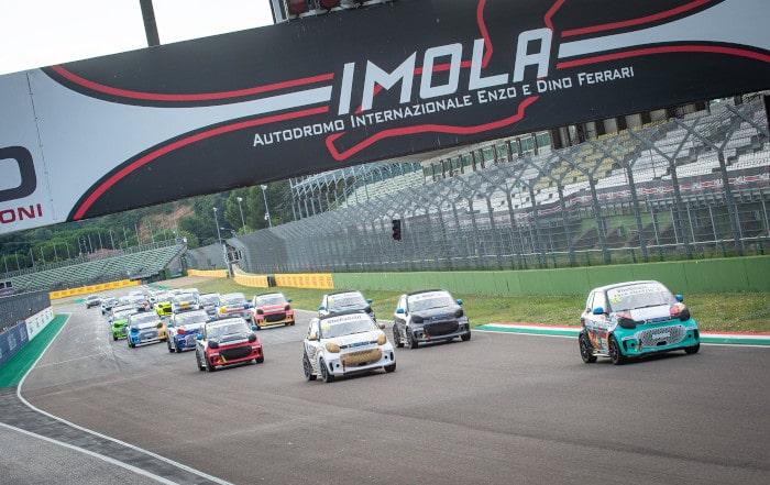 Electric weekend all'autodromo: nella Smart Eq fortwo vittorie di Azzoli e Liuzzi