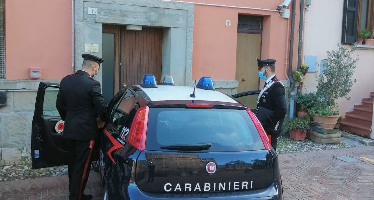 I carabinieri denunciano un 46enne che in casa aveva marijuana e hashish