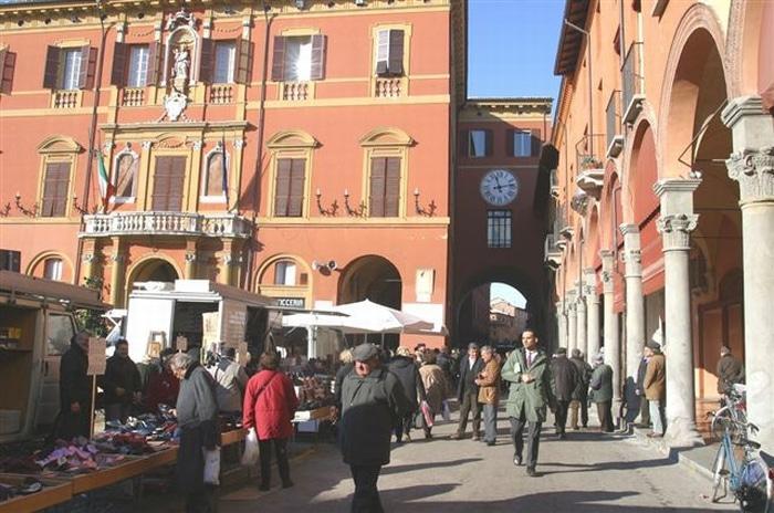 """""""Imola il centro ri-fiorisce ad agosto"""" con musica, mercatini e street food"""