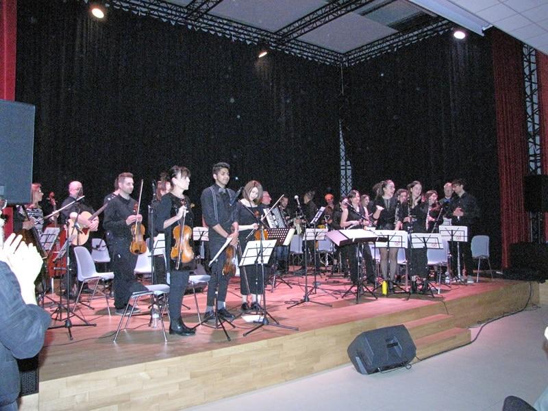 """La """"Vassura Baroncini"""" va nelle scuole a fare musica anche per i disabili"""