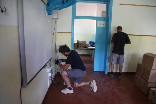 """Gli alunni delle scuole """"Ponticelli"""", """"Campanella"""" e """"Rodari"""" in aula a lavori conclusi"""