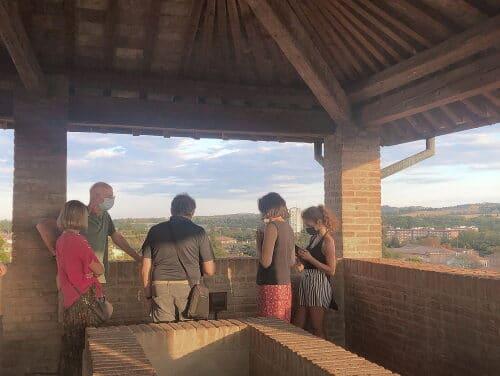 Potenziate le aperture della Rocca e di Palazzo Tozzoni visto l'aumento di presenze