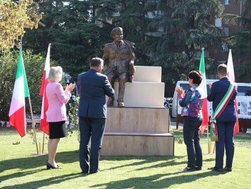 Inaugurata la scultura in bronzo dedicata al Generale Władysław Anders