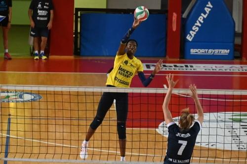 Volley femminile di serie A a Imola, finale fra Conegliano e Monza