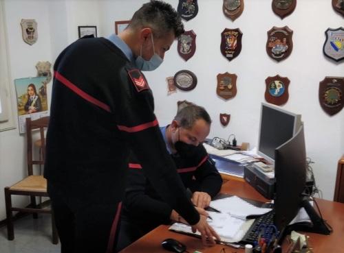 Presenta certificati medici falsi firmati da una dottoressa morta da 11 anni: arrestato