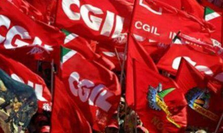 Presidio contro le morti sul lavoro davanti alla sede dell'Inail a Bologna