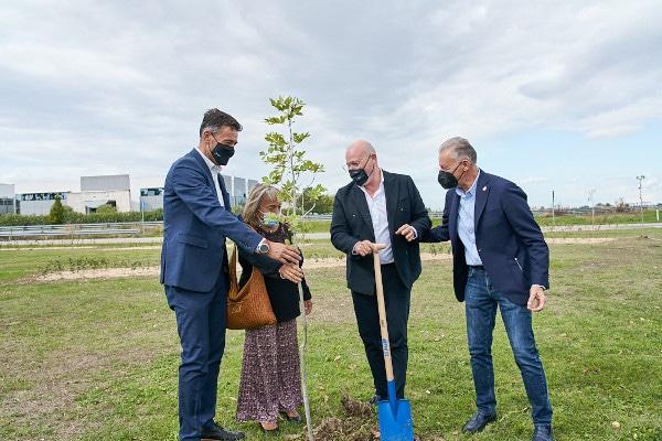 All'Outlets di Castel Guelfo piantumati 720 arbusti e 20 alberi